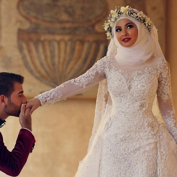 Muslim-wedding-dresses-59 84+ Coolest Wedding Dresses for Muslim Brides in 2020