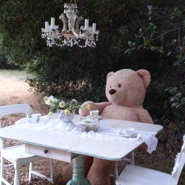 antique-pieces-5 8 Most Unique Wedding Party Ideas in 2017
