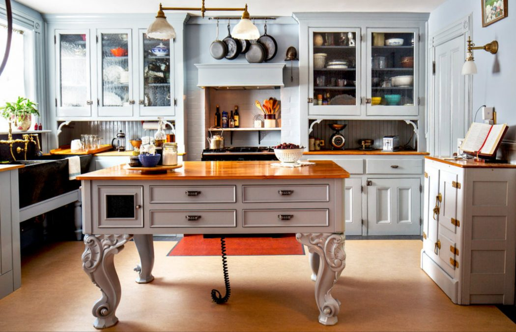 baroque-style-kitchen-island 6 Affordable Organizing and Decoration Ideas for your Kitchen