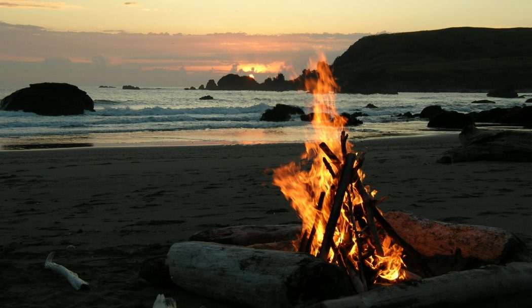 california-beach-bonfire3 Delightful and Affordable Fire pit Decoration Designs in 2017