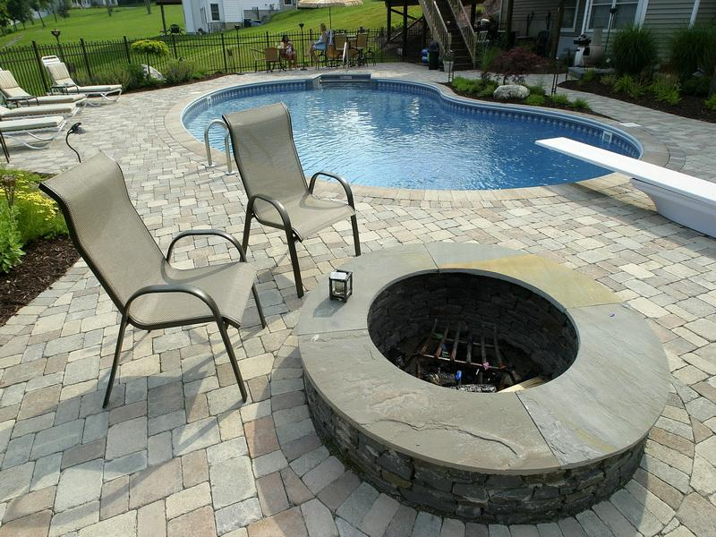 ea88768608c08b28b7a15732e2143b59 8 Delightful and Affordable Fire pit Decoration Designs in 2020