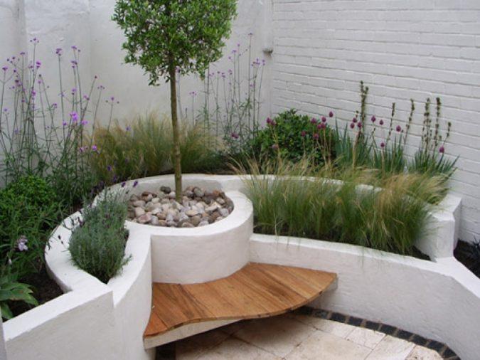 garden-design-floating-bench-675x506 2018 Trending: 15 Garden Designs to Watch for in 2018