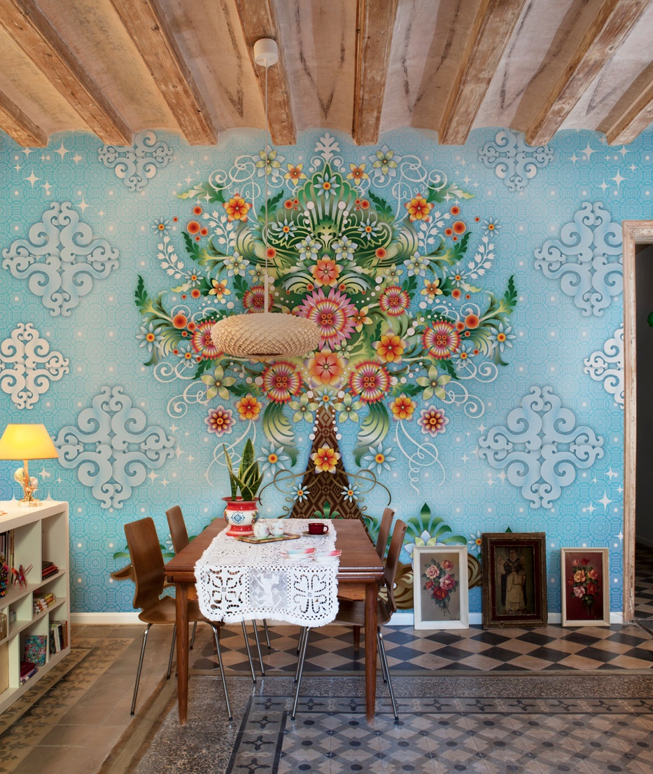 illustrative-wallpaper-design 10 Ways to Add Glam to Your Hollywood Home