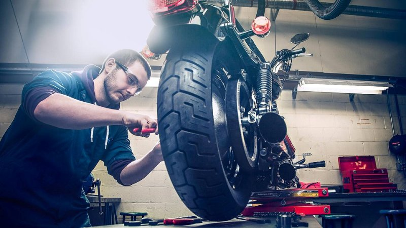 motorcycle-technicians 7 Rules for Successful Motorcycle Parts Shopping
