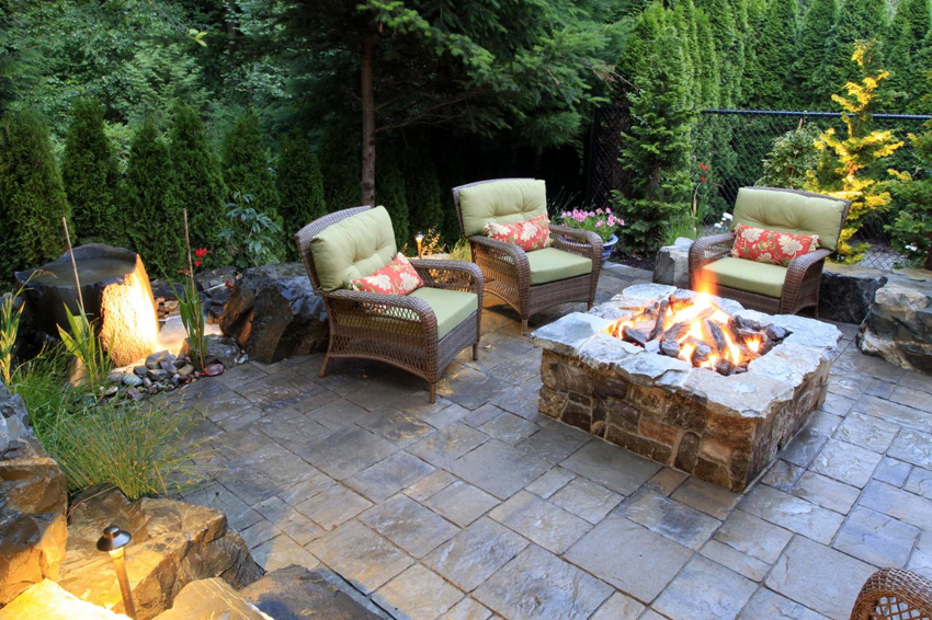 outdoor-garden-furniture Delightful and Affordable Fire pit Decoration Designs in 2017