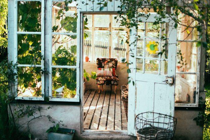 outdoor-room-in-a-garden-675x450 2018 Trending: 15 Garden Designs to Watch for in 2018