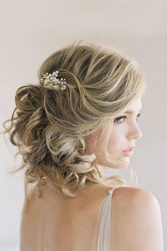 short-wedding-hairstyle 81+ Beautiful Wedding Hairstyles for Elegant Brides in 2020