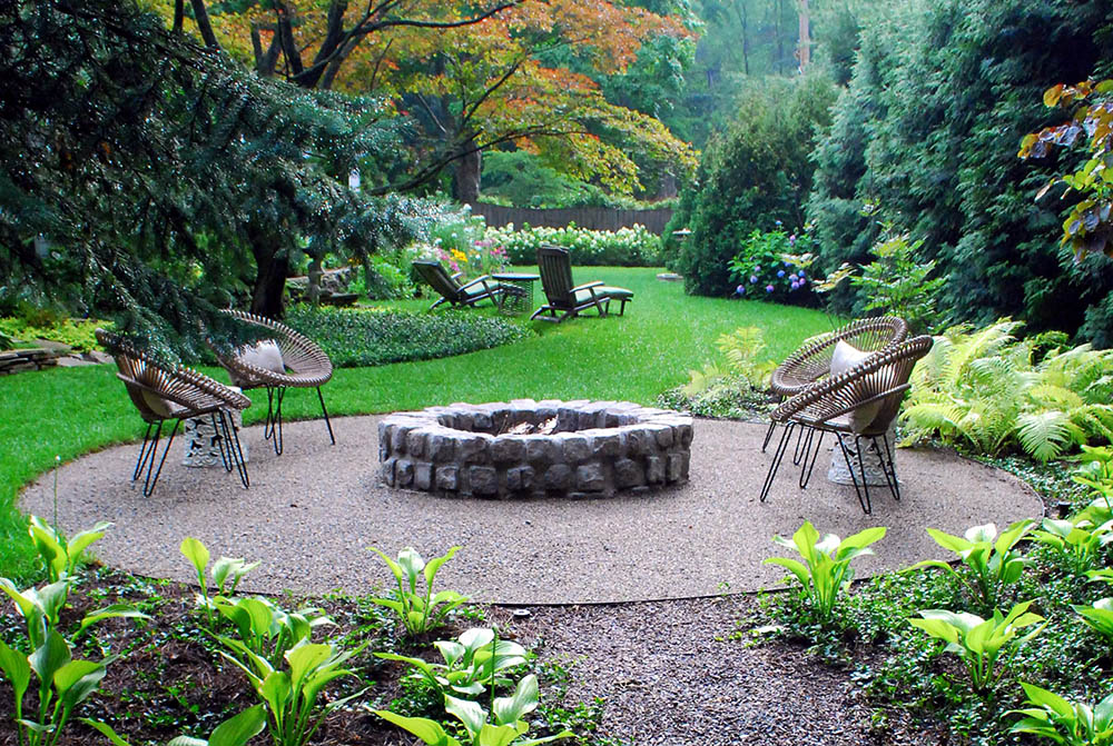 stone_firepit_on_gravel_with_modern_chairs-1 8 Delightful and Affordable Fire pit Decoration Designs in 2020
