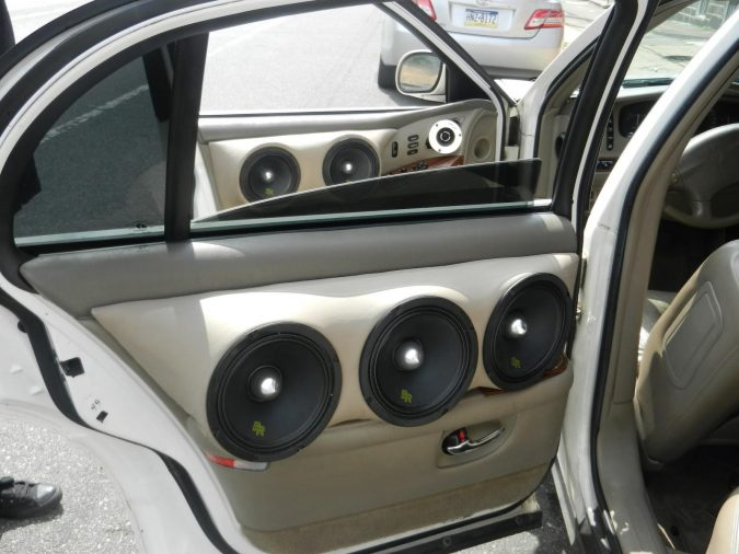 Car-Speakers-675x506 15 Exciting Road Trip Hacks for Unbelievably Happy Times