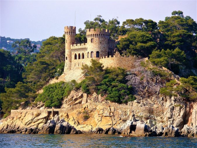 Castles-675x506 TOP 10 Alternatives To Hotel Accommodation in Europe