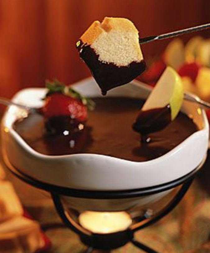 Chocolate-Bar-Fondue-675x814 25 Romantic Chocolate Treats for the Valentine's Day