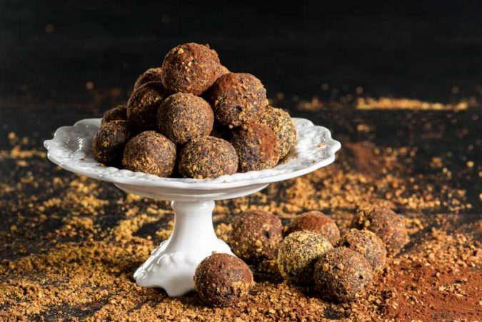 Chocolate-Cinnamon-Balls-2-675x451 25 Romantic Chocolate Treats for the Valentine's Day