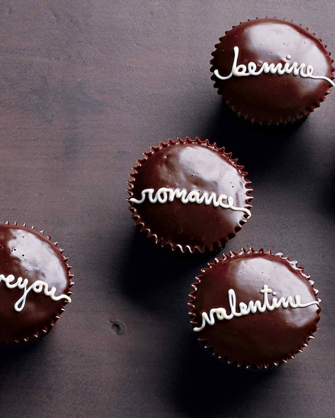 Handwritten-Valentine-Cupcakes-675x844 25 Romantic Chocolate Treats for the Valentine's Day