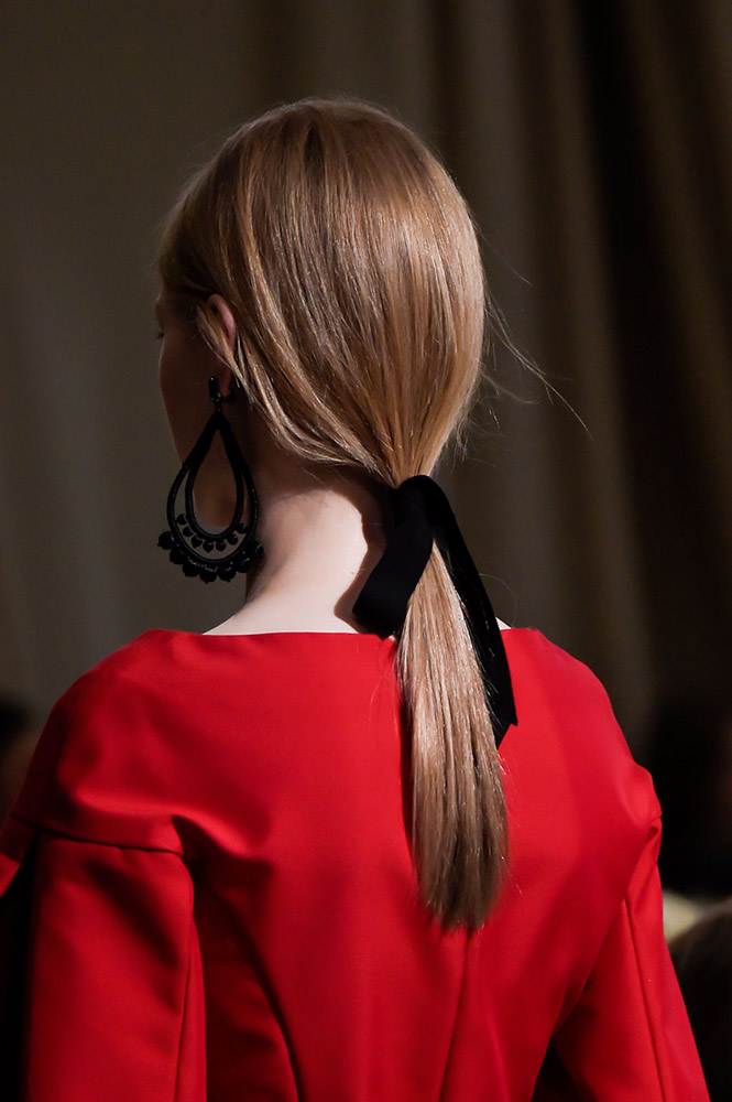 Low-Ponytail-with-a-Black-Ribbon 16 Celebrity Hottest Hair Trends for Summer 2017