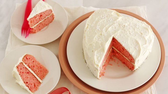 Strawberry-White-chocolate-Champagne-Cake-675x380 25 Romantic Chocolate Treats for the Valentine's Day