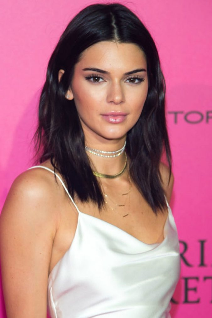 flat-waves-hairstyle-hair-trends-2017-03-675x1013 16 Celebrity Hottest Hair Trends for Summer 2017