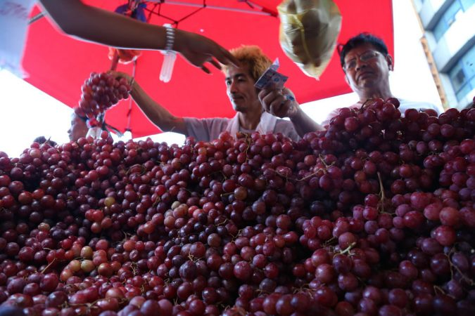 grapes-Philippines-new-year-675x450 New Year around the World.. One Event, Various Traditions