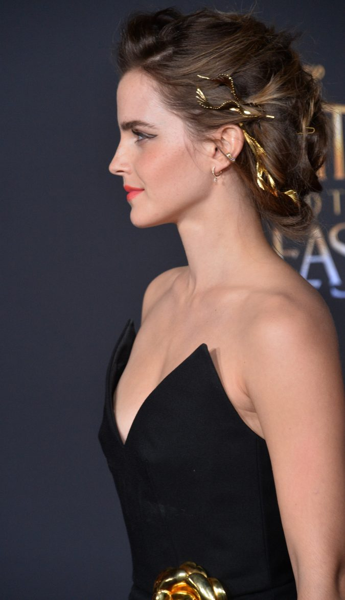 hair-ribbon-emma-watson-675x1175 16 Celebrity Hottest Hair Trends for Summer 2017