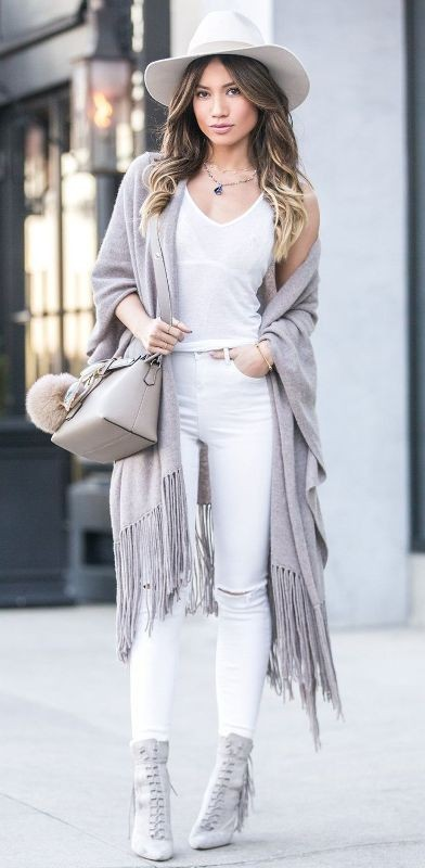 monochrome-look-for-school-2 10+ Cool Back-to-School Outfit Ideas for 2020