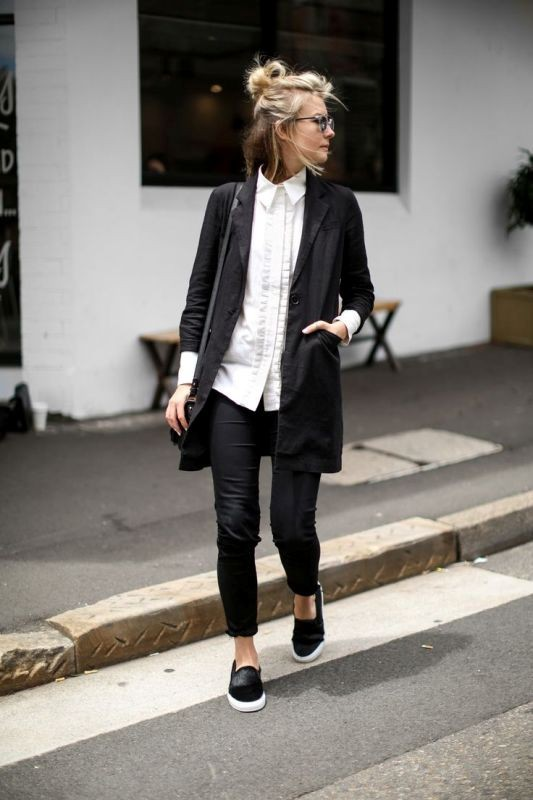 monochrome-look-for-school-9 10+ Cool Back-to-School Outfit Ideas for 2018