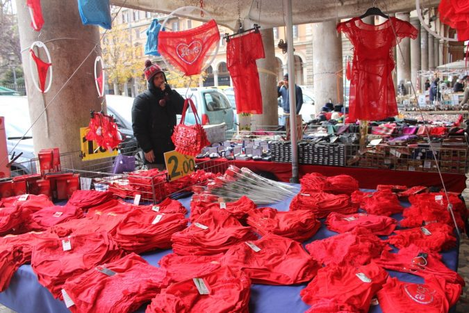 red-underwear-bancarella-675x450 New Year around the World.. One Event, Various Traditions
