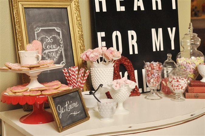 valentine-hot-chocolate-bar_0008-675x448 25 Romantic Chocolate Treats for the Valentine's Day