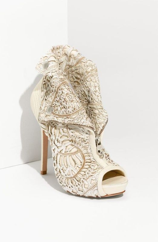 white-wedding-shoes-3 83+ Most Fabulous White Wedding Shoes in 2021