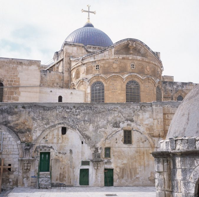 Church-of-the-Holy-Sepulchre-675x671 20 Places to Explore for an Enchanting Holiday