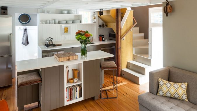 clearing-spaces-for-home-party-675x380 16 Creative Ideas for Hosting Party in Small Spaces