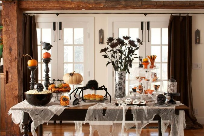 indoor-Halloween-Decoration-and-party-675x450 16 Creative Ideas for Hosting Party in Small Spaces