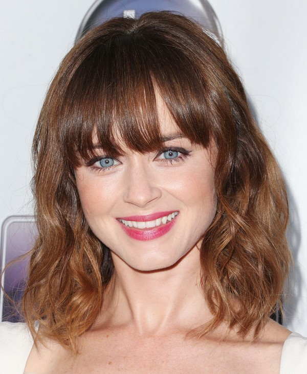 loose-waves-with-bang-2 Best 2020 hairstyles for straight thin hair - Give it FLAIR!