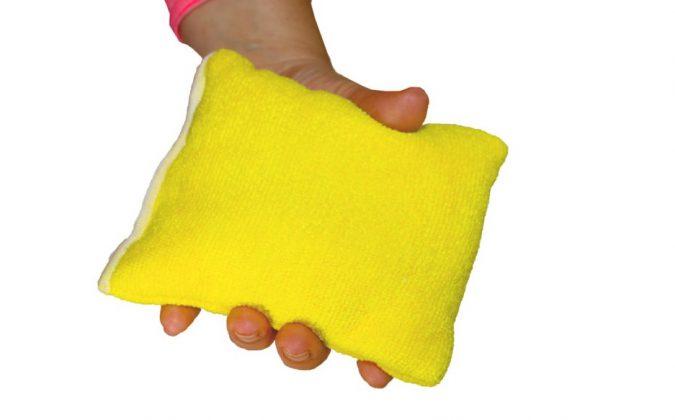 microfiber-sponge-in-hand-675x420 10 Fastest Ways to Get Rid of Deodorant Marks