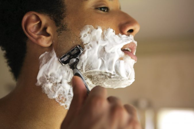shaving-in-the-direction-of-the-hair-grawth-675x449 how to Avoid and Soothe Adios razor burns!