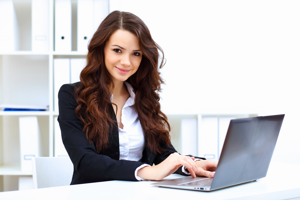 young-business-woman-in-office-1 12 Helpful Grooming Tips For Women in Traditional Workplaces