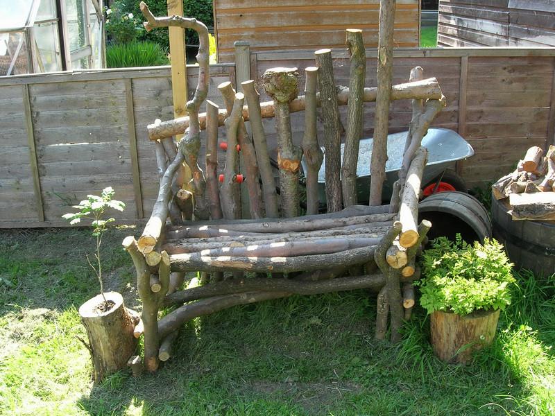 Branches-garden-benches1 15 killer Garden Bench Decoration Ideas