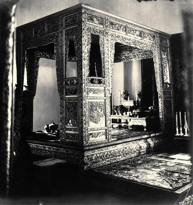 Canopy-Bed-of-the-King-at-the-Chakraphat-Phiman-Hall-675x720 Canopy Beds through History... 35+ Bedroom Designs