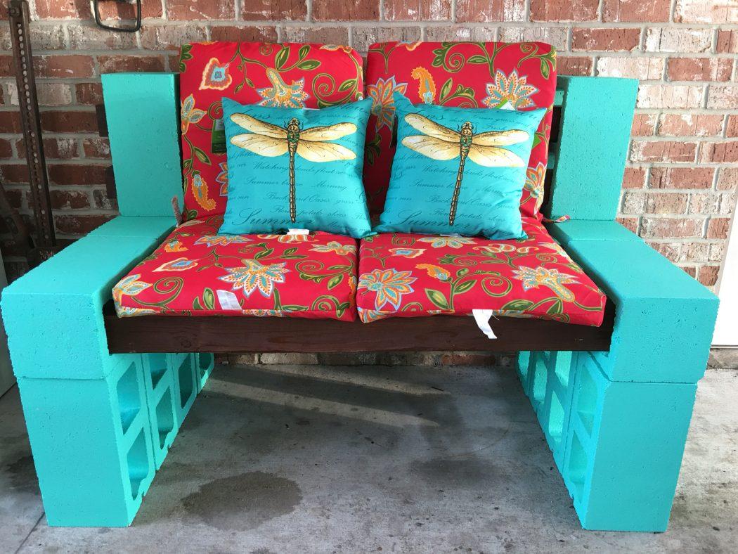 Cinder-Blocks-garden-benches2 15 killer Garden Bench Decoration Ideas