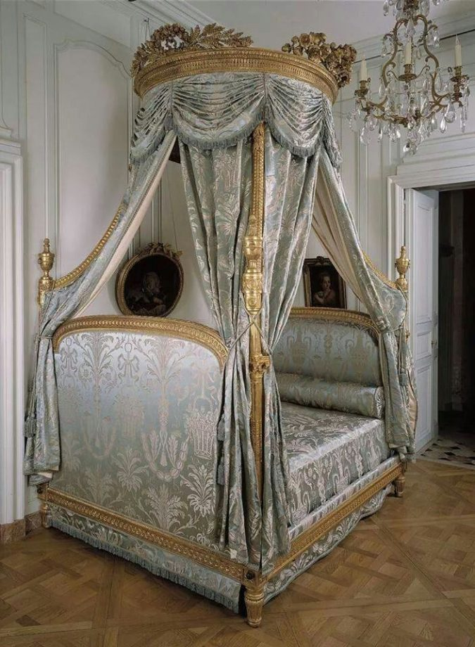 Classic-canopy-bed-blue-interiors-french-interiors-675x920 Canopy Beds through History... 35+ Bedroom Designs