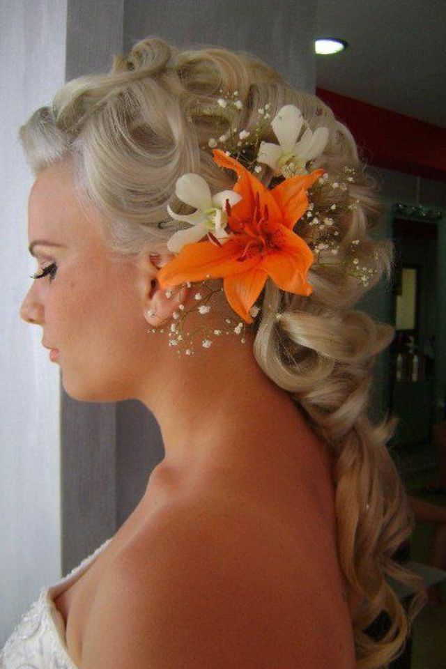 Hawaiian-beach-curls-hairstyles1 12 Wedding Day Killer Hairstyles for Curly Hair