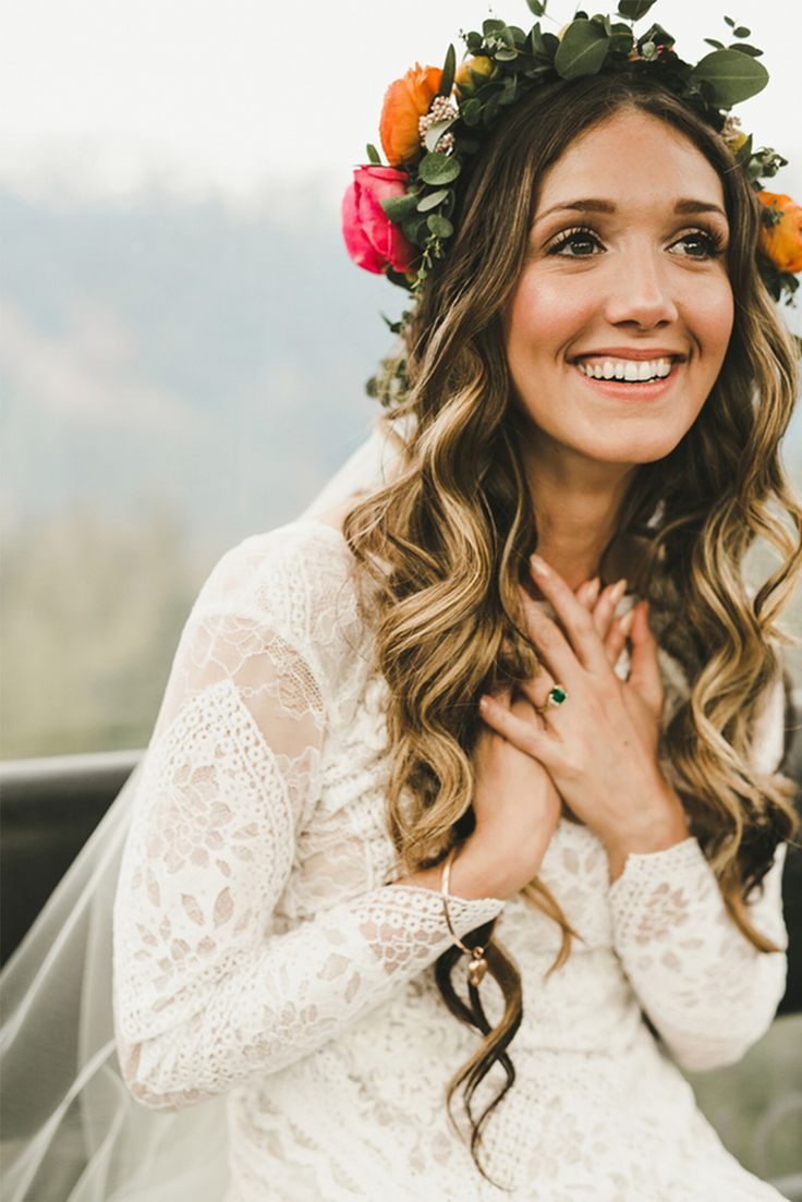 Natural-flower-crown-wedding-hairstyle1 12 Wedding Day Killer Hairstyles for Curly Hair