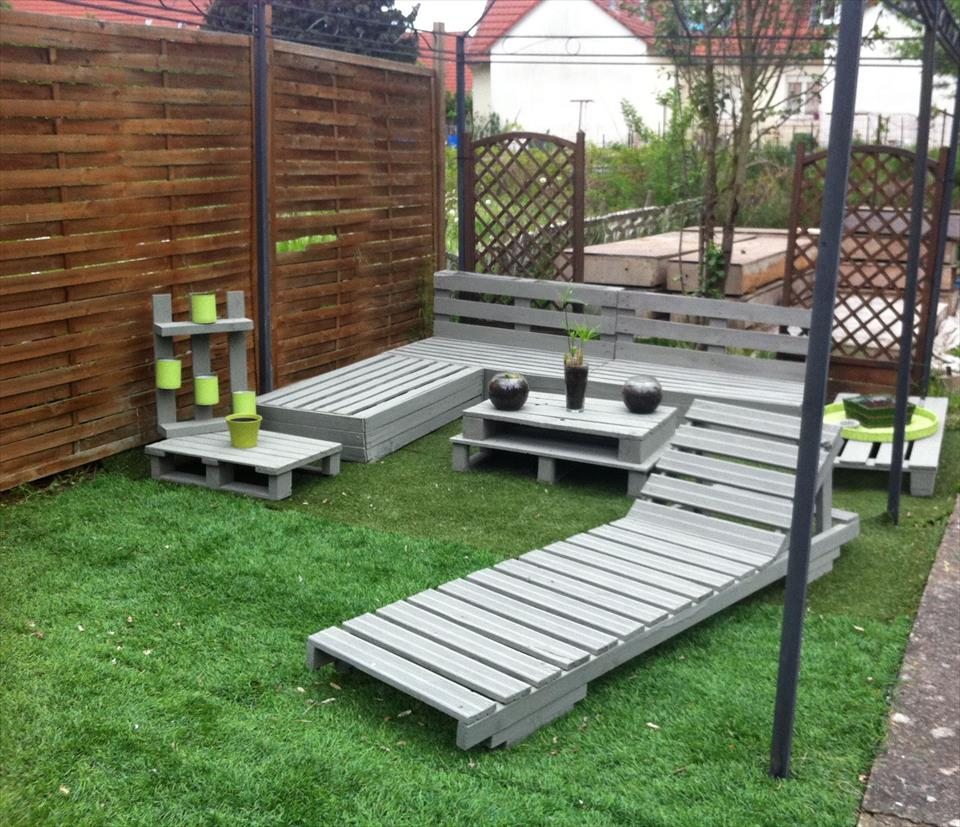 Pallet-bench-garden-benches1 15 killer Garden Bench Decoration Ideas