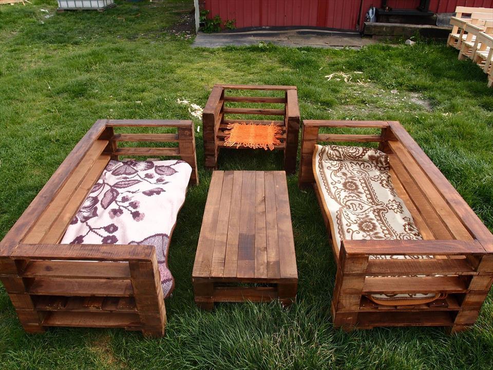 Pallet-bench-garden-benches2 15 killer Garden Bench Decoration Ideas