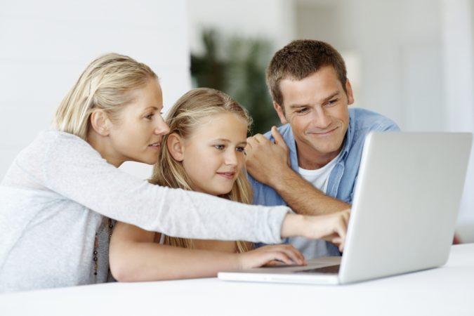 Parents-Kids-using-laptop-675x450 4 Parenting Tips for Non-Tech Savvy Parents