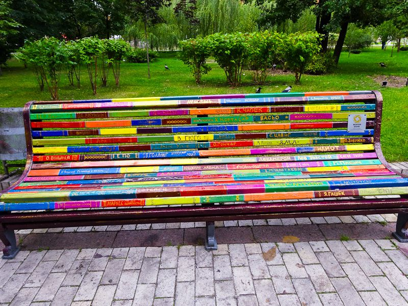 Rainbow-bench1 15 killer Garden Bench Decoration Ideas