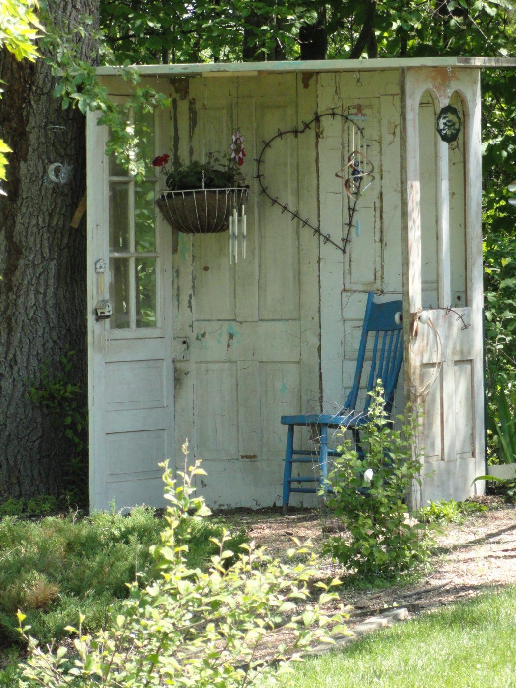 Reused-Garage-door-garden-benches 15 killer Garden Bench Decoration Ideas