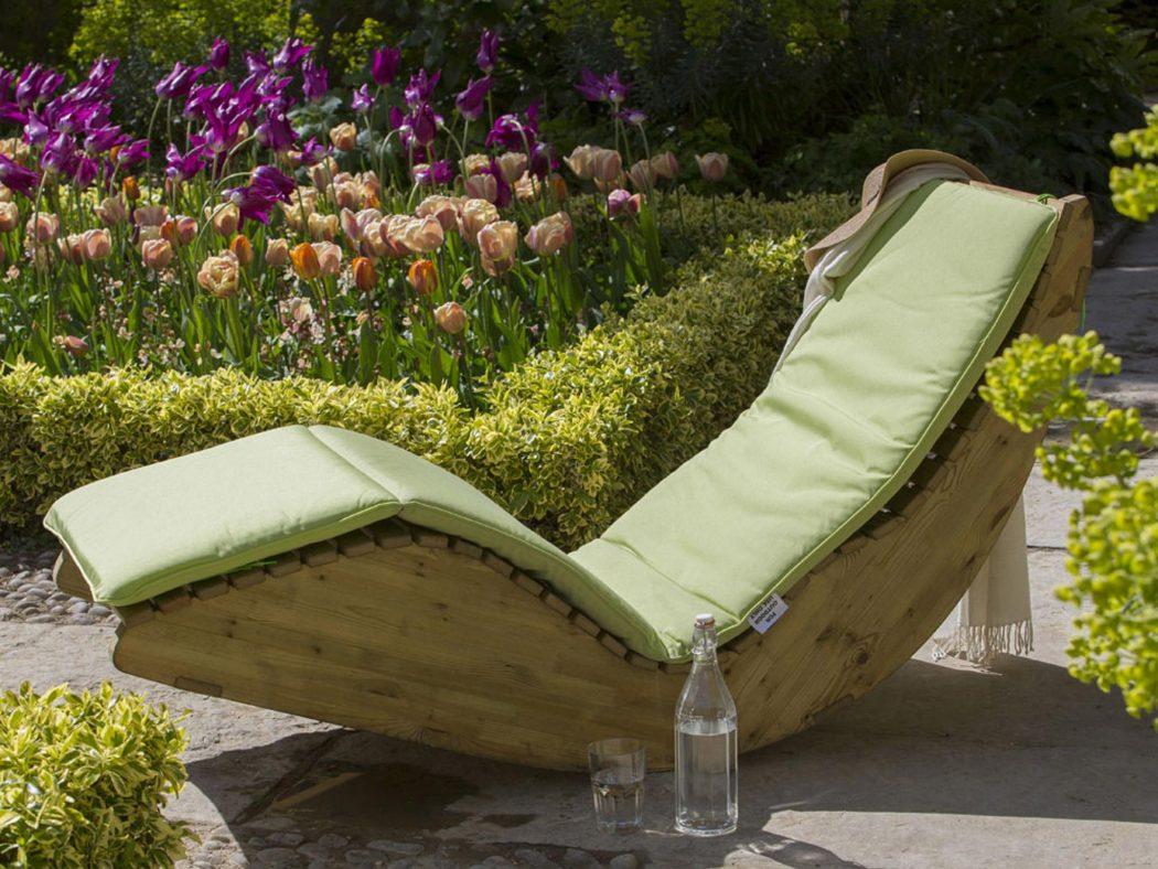 Sturdy-look-garden-benches 15 killer Garden Bench Decoration Ideas