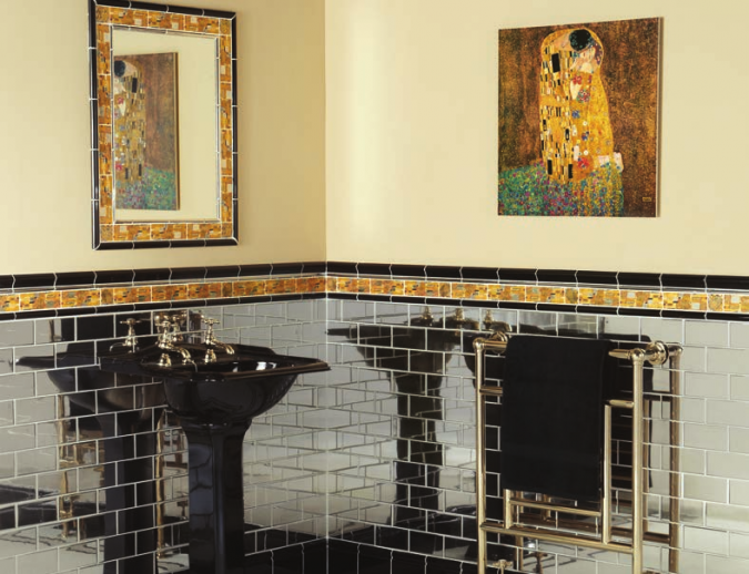 bathrook-with-an-artwork-675x518 7 Unique Ways to Get Luxury Hotel Bathroom at Home