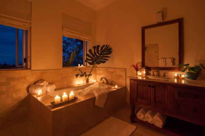 bubble-bath-and-candles-675x448 7 Unique Ways to Get Luxury Hotel Bathroom at Home