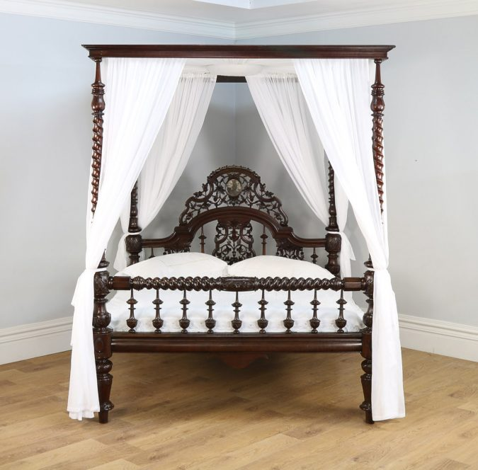 canopy-bed-mixed-style-675x664 Canopy Beds through History... 35+ Bedroom Designs