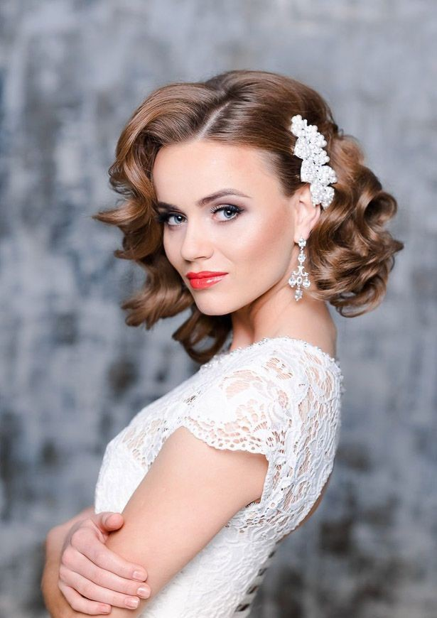 cute-retro-look-curly-wedding-hairstyles 12 Wedding Day Killer Hairstyles for Curly Hair